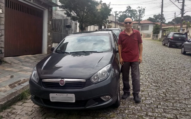 João Nery e Fiat Grand Siena