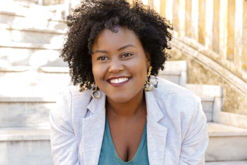 Odara Dèlé, fundadora do aplicativo Alfabantu, professora e escritora.