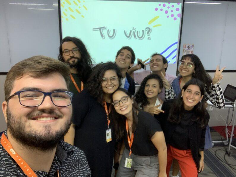 Estudantes e mentores posam para foto no CESAR Summer Job.