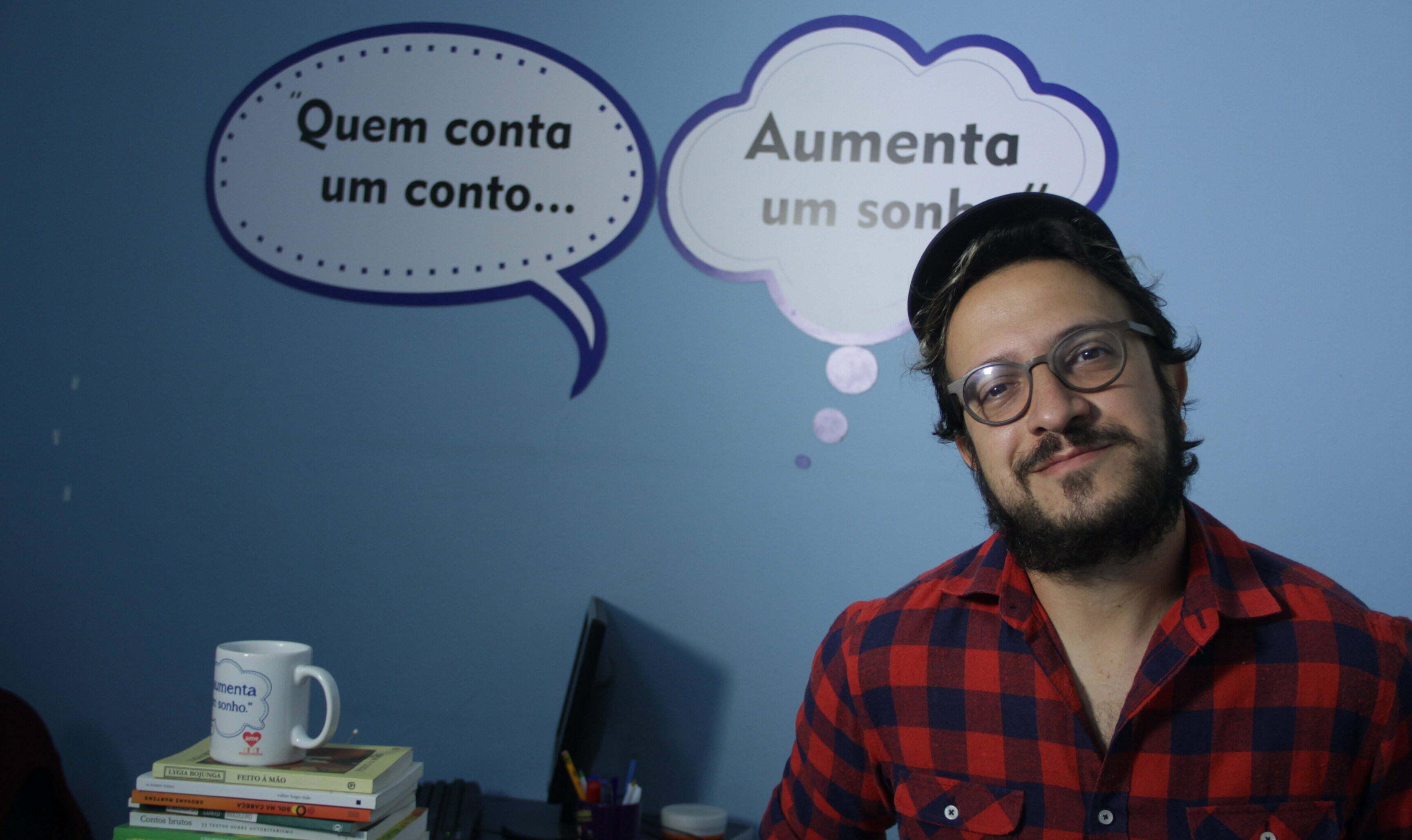 """Plinio Meirelles, ator e criador do projeto """"Quem Conta Um Conto Aumenta Um Sonho""""."""