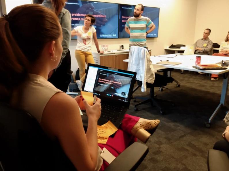 Equipe do CESAR trabalha em projeto de design com a Kimberly-Clark.